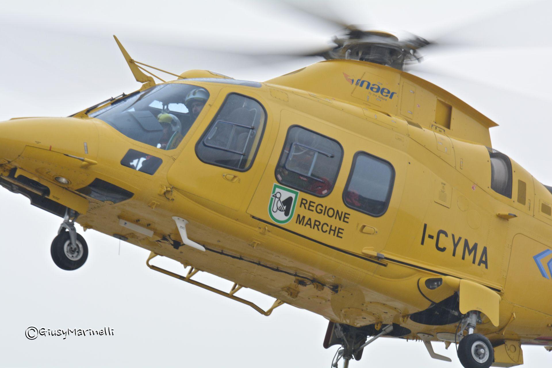 Elicottero 118 : Eliambulanza icaro decollo da elisuperficie ospedale di
