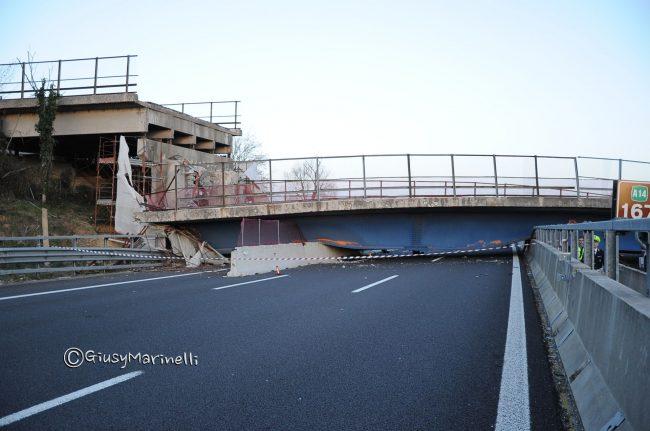 DSC_2291-crollo_ponte-A14--650x431