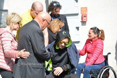 VIDEO Una grande folla ai funerali di Michele Scarponi