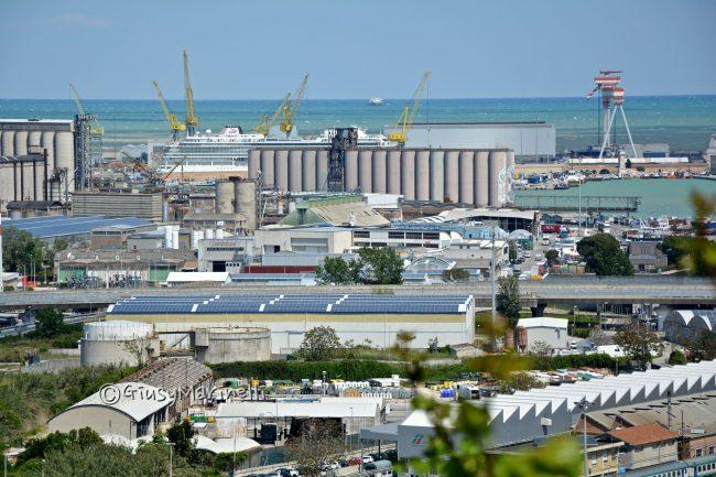 porto_industriale-gru-silos-cantieri_min