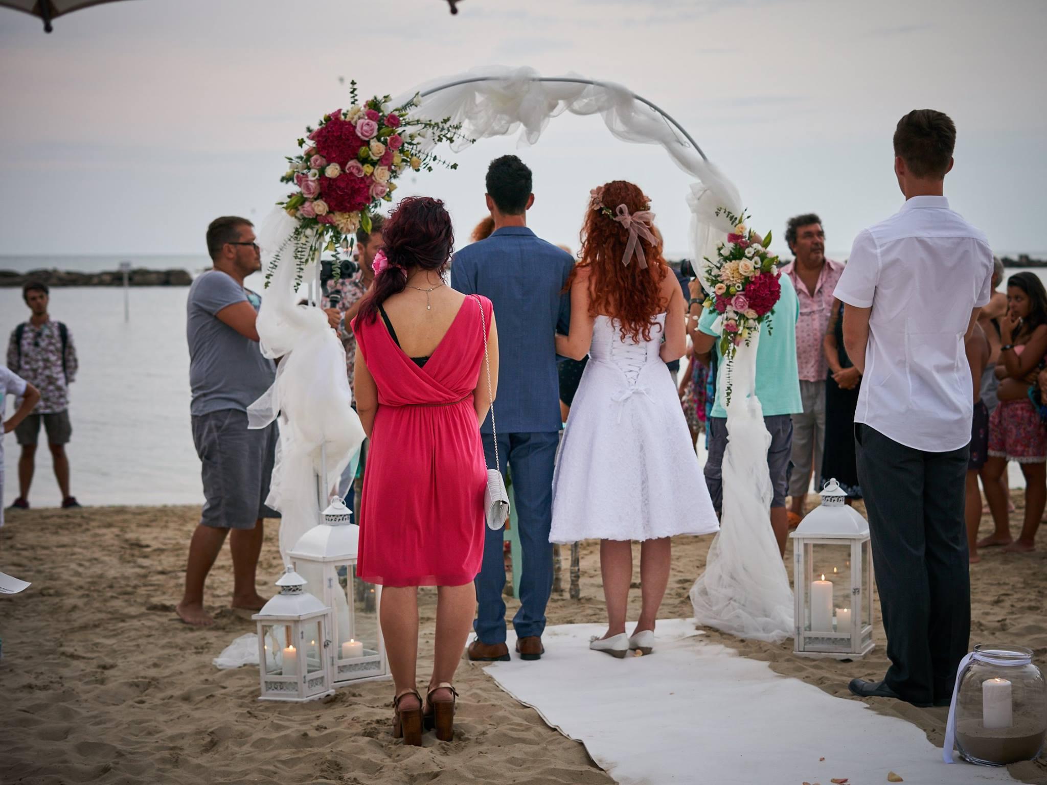 Matrimonio In Comune Costo : Matrimonio civile in riva al mare a sirolo si può