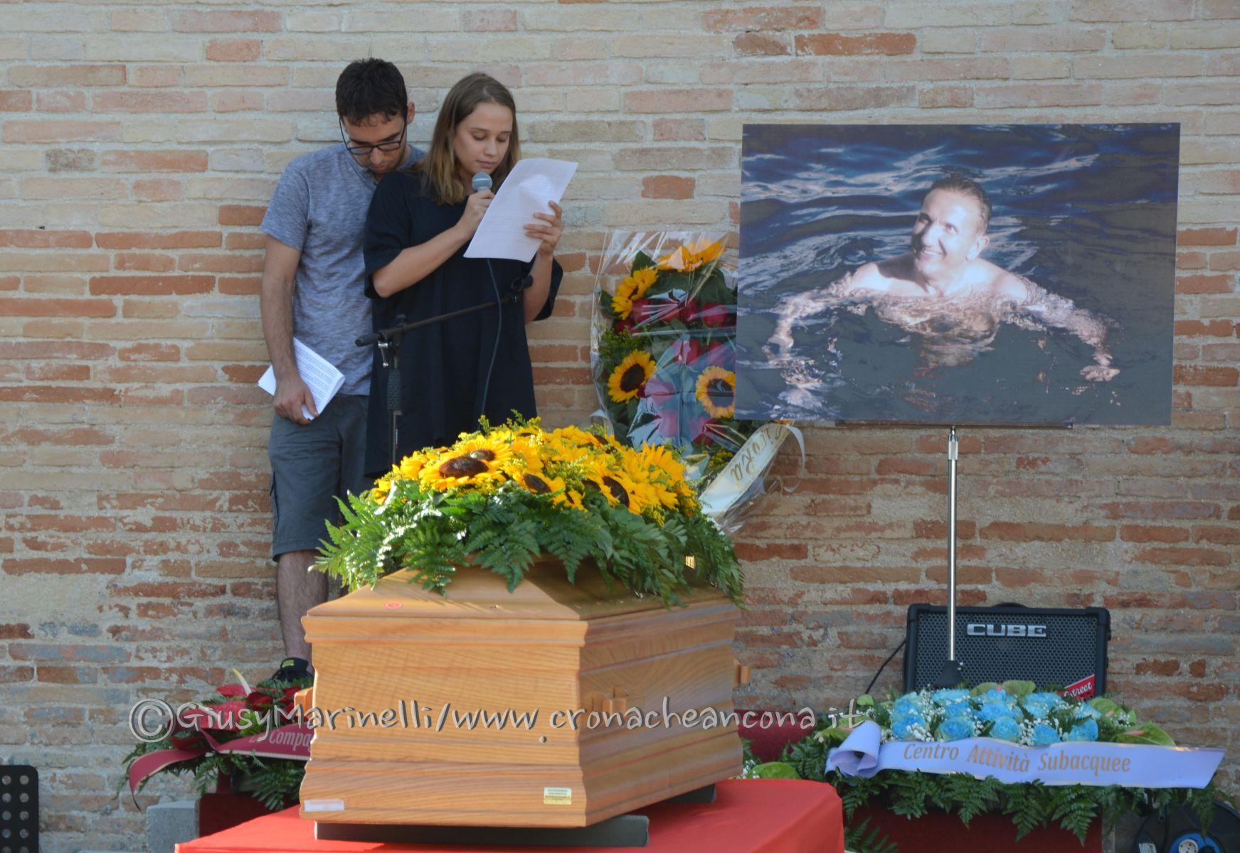 funerali_Raoul_Chiucconi-incidente_Camerano-DSC_0012-figli