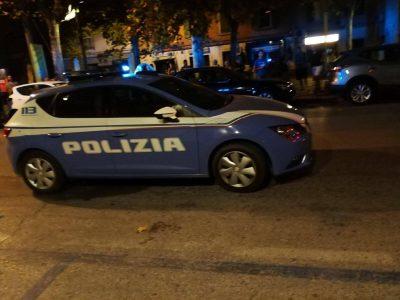 tentato-suiciod-corso-carlo-alberto-polizia-e-croce-gialla-4-400x300