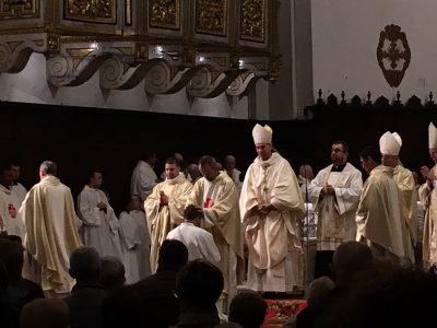 il rito dell'imposizione delle mani degli altri sacerdoti