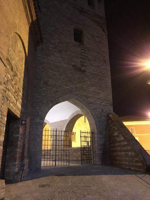 Il palazzo del Podestà, sede del Consiglio comunale di FabrianoIl palazzo del Podestà, sede del Consiglio comunale di Fabriano