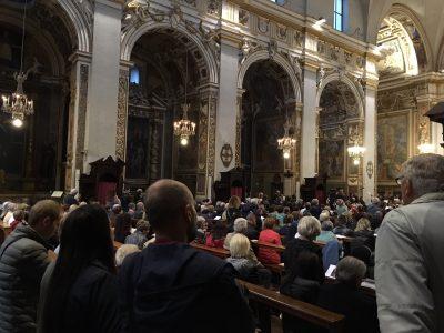 la cattedrale di San Venanzio gremita