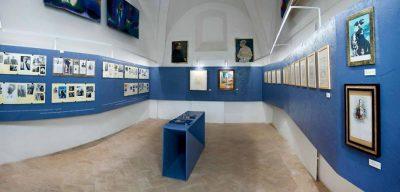 l'allestimento della mostra dedicata a Guelfo e De Chirico