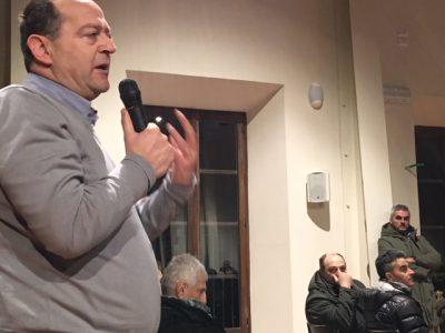 L'intervento di Paolo Paladini, titolare dell'omonima autoscuola a Fabriano. In secondo piano il sindaco Santarelli