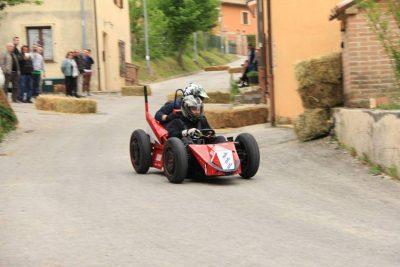 La corsa delle carrette il Primo Maggio a Cupo, frazione di Fabriano