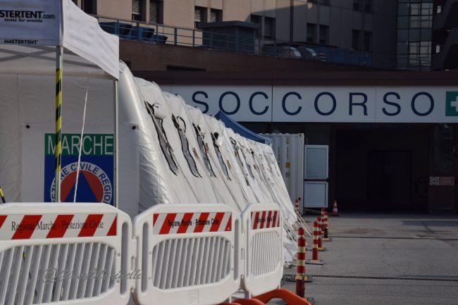 covid-DSC_0778-ospedale_da_campo-Torrette-650x433