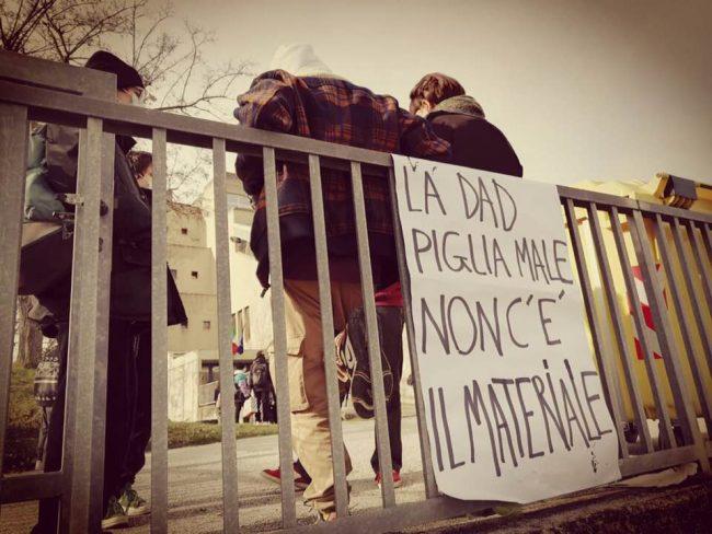 protesta-studenti-Urbino-2-650x488