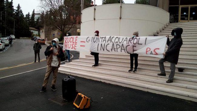scuola-protesta-3-650x366