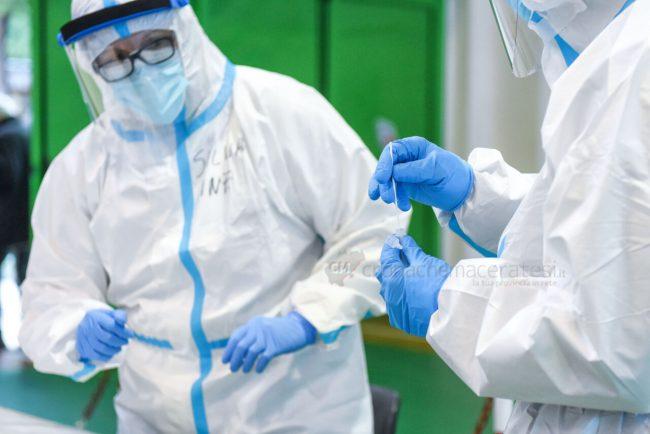tamponi-covid-screening-di-massa-palarisorgimento-civitanova-FDM-5-650x434