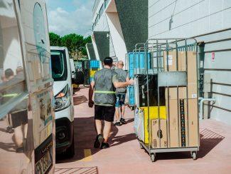Amazon-Logistics_3-325x244