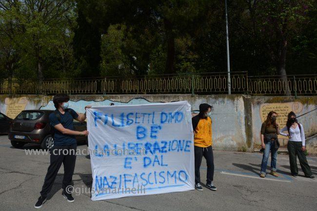 sit-in_studenti_vs_Filisettii-DSC_0024--650x433