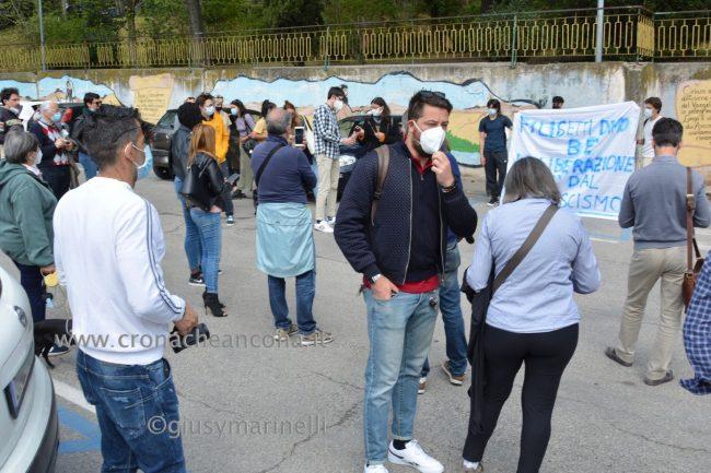 sit-in_studenti_vs_Filisettii-DSC_0114--650x433