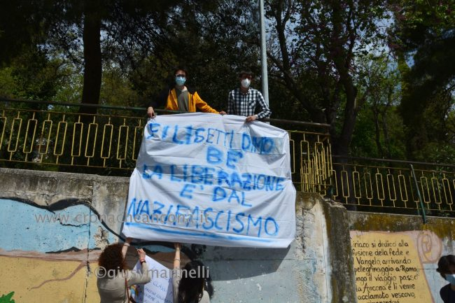 sit-in_studenti_vs_Filisettii-DSC_0183--650x433