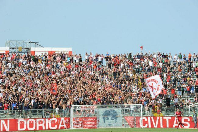 Ancona-Lucchese-del_Conero-DSC_8333-650x433